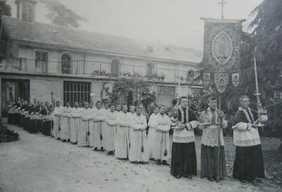 en procession - 1924