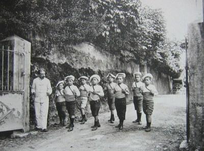 au pas de gymnastique -1911